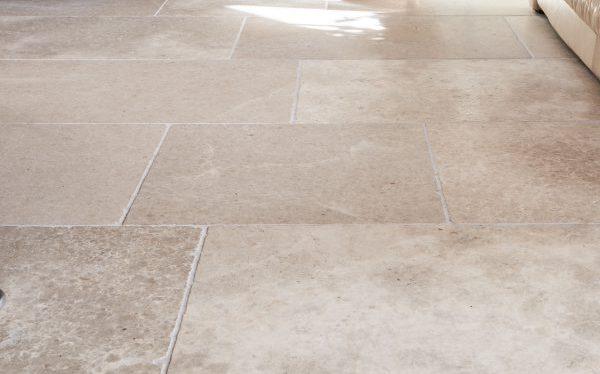 Carnaby Tumbled Limestone-7584